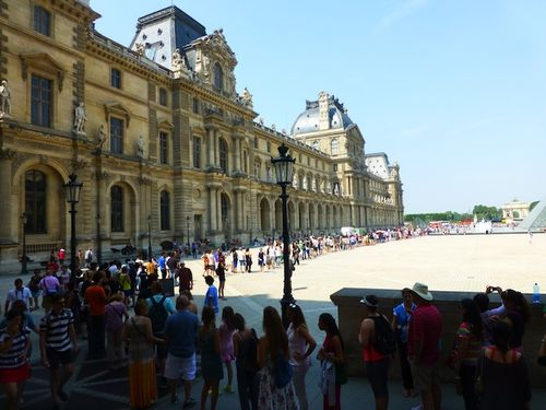 12 Long line at the Louvre